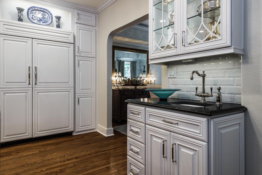Upscale Luxurious Kitchen 5