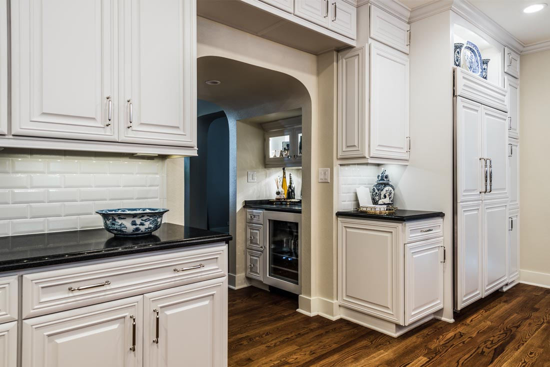 Upscale Luxurious Kitchen 6