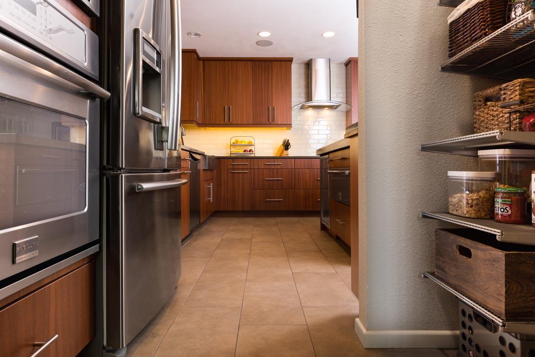 Contemporary Sleek Kitchen 7