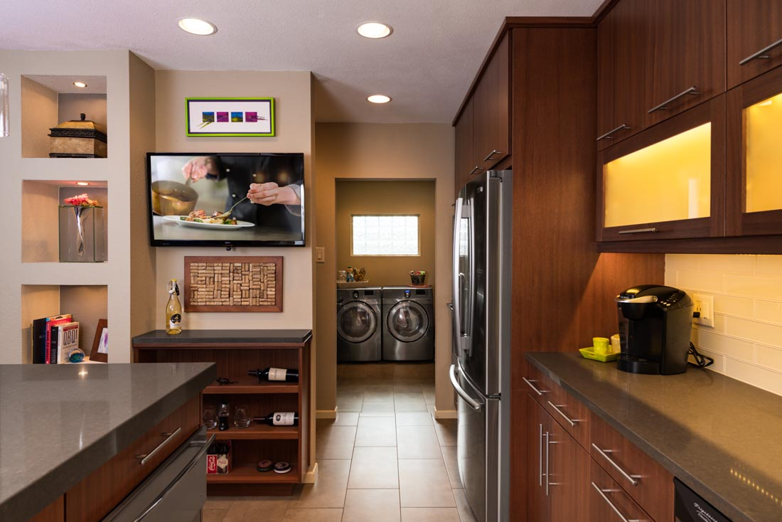 Contemporary Sleek Kitchen 5