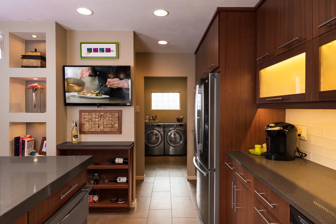 Contemporary Sleek Kitchen 5